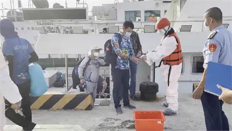 快新聞/中國船隻越界闖我海域漁釣 船上15人全押返馬公留置調查