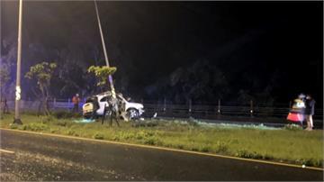 疑天雨路滑 台九線死亡車禍軍人自撞「插進路燈」女友喪命