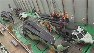 黑鷹直升機移交高雄駐地 吸引大批軍事迷沿途搶拍