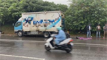 騎士載妻自撞路旁貨車一死一傷 貨車停路旁違規? 肇責仍待警釐清