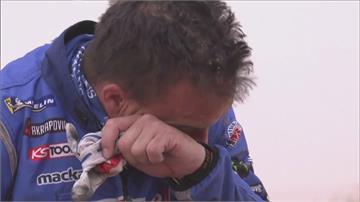 達卡拉力賽第7站 摔車鏈條損壞摩托車手邊流淚邊修理