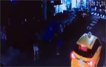 快新聞/下車沒去防疫旅館卻往超商走! 2男柬埔寨返台各遭高市衛生局罰10萬元
