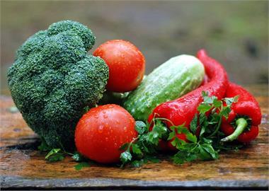 北農群聚民眾憂「蔬果沾病毒」!譚敦慈「這3招」消毒、清洗安心吃