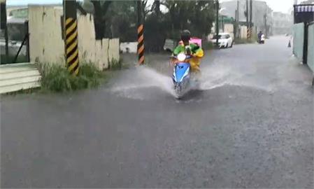 快新聞/雨彈強襲台南!  南區灣裡水勢宣洩不及 淹水達10公分