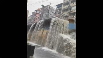基隆強降雨如水城 外木山泥流傾瀉灌馬路