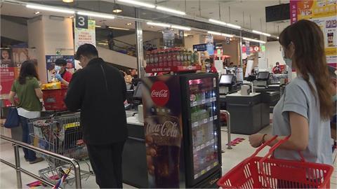 別再碰運氣!超市排隊結帳選哪排最快?神人分享「別排她後面」