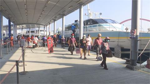 準備收假啦! 小琉球連假湧進2萬多人 收假日5千人搭船離島