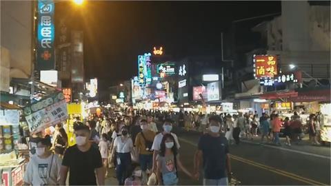 墾丁大街單日湧進30000人 1照片曝光網憂:彷彿看見四級的光!