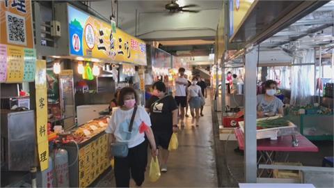 新北八里左岸湧人潮 竹圍漁港現民眾搶買新鮮魚貨