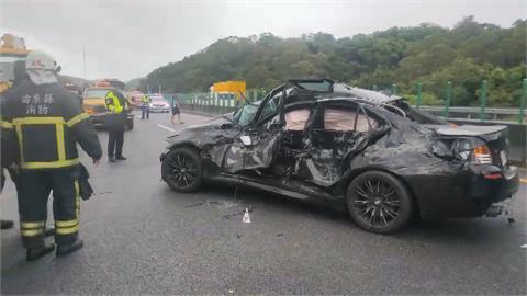 轎車「打水漂」擦撞護欄 被貨車追撞1死1傷