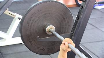 台中男握舉「槓鈴壓頸」成植物人!教練提醒健身2重點