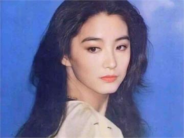 神複製林青霞基因!18歲少女仙氣撲鼻 網驚嚇:比親生的還要像!