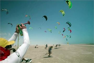 巴西風箏衝浪賽 湖泊、沙岸交錯景色壯麗