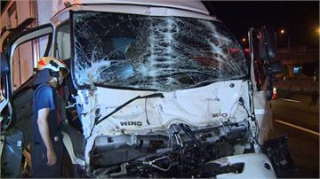 疑疲勞駕駛惹禍 國道貨車追撞拖板車釀一傷