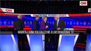 尷尬...民主黨初選辨論華倫、桑德斯起爭議拒握手 他從旁邊竄出說Hi