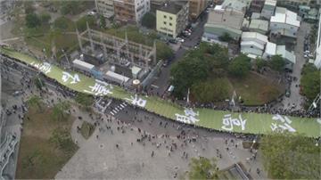 韓國瑜酸罷韓遊行布條「民主遮羞布」 王定宇PO照反擊了