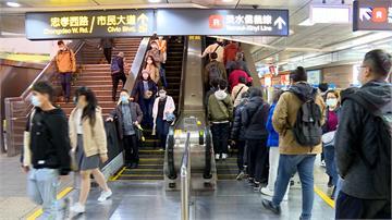 北捷電扶梯站左邊「不借過」黃宥嘉被飆罵!火大開嗆
