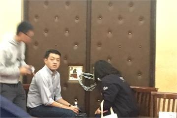 更新》時力黨團破壞議場反鎖場內 現已離場