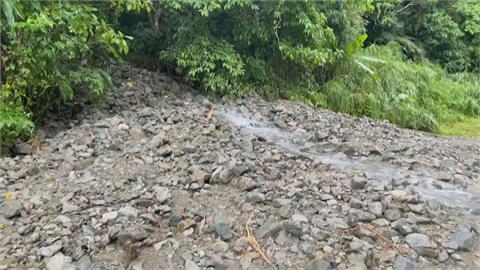 大雨狂炸聯外道路崩塌 下不了山!瑞穗鄉奇美村成孤島