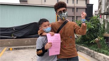 暖心!10歲男童賣口罩募款請醫護人員喝咖啡