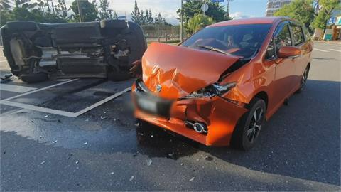 花蓮轎車闖紅燈攔腰撞 休旅車被「撞到開花」3人送醫