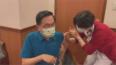 南部施打疫苗踴躍 各大醫院湧現排隊人潮 陳水扁也赴長庚醫院接種