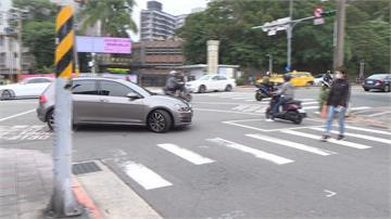 開車未禮讓過馬路行人3米 恐吃最高3600元罰單