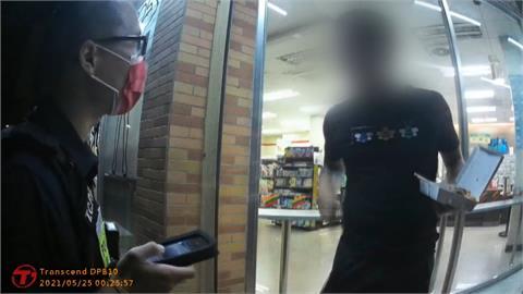 超商騎樓不戴口罩員警勸導後 男子突然大爆走