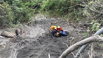快新聞/推土機蘇花施工滑落邊坡20公尺 司機大腿骨折吊掛送醫