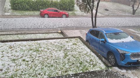 澳洲暴風雪「牛魔王跑車」遭冰雹狂砸 車主霸氣1舉動網力讚:真男人