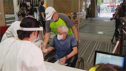 北市85歲以上長者明接種AZ疫苗  國泰醫院租借松菸文創倉庫避免群聚