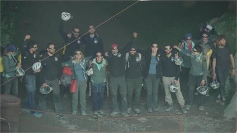 人體生理時鐘終極實驗! 15人山洞內隔絕40天