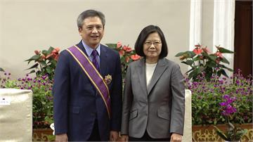 贈勳梅健華  蔡總統:台灣永遠是你第二個家