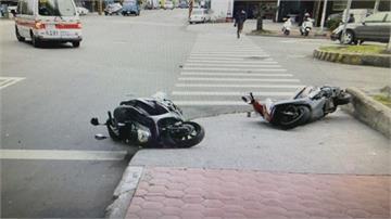 趕上班!機車違騎人行道 2騎士對撞摔傷