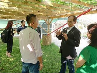 游錫堃訪民視林口總部 走進「幸福花園」讚聲連連