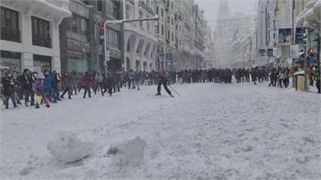 快新聞/暴風雪襲西班牙! 馬德里陸空交通大混亂 650條道路封鎖、4人死亡