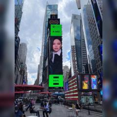 天后aMEI霸氣登上紐約時代廣場巨幕  在全球為女性平權發聲