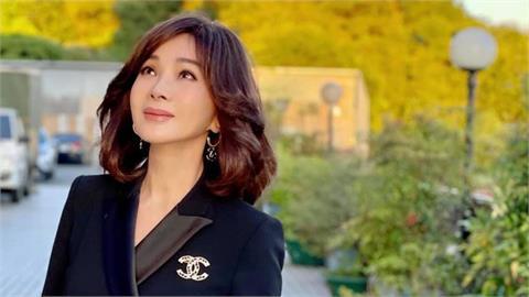 陳美鳳雙手1夾緊「8年前天使視角」太狂 上萬網友激喊:超仙!