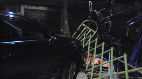 車損又財損! 男子酒駕撞工地圍欄 剪刀門、電纜等被撞壞