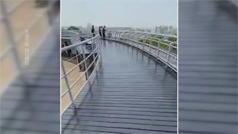 八卦山驚見年輕人蹲在步道欄杆外 太危險!民眾勸阻反遭飆罵三字經