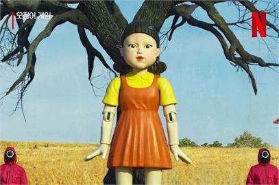 《魷魚遊戲》木頭人娃娃回博物館 「詭異斷手」成遊客朝聖地!