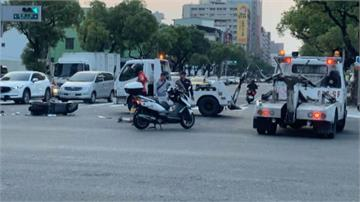 神救援!2拖吊車目擊車禍火速包圍保護傷者防二次傷害