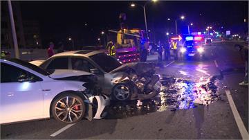 轎車逆向對撞5人傷 肇事駕駛竟棄車逃跑