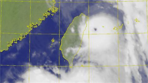 璨樹挾強風暴雨「轟炸12縣市」!專家:雙北地區在鋼骨大樓都在晃