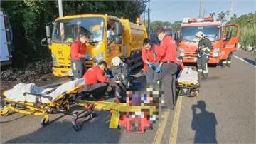 學生騎車雙載 轉彎自摔衝到對向險捲車底