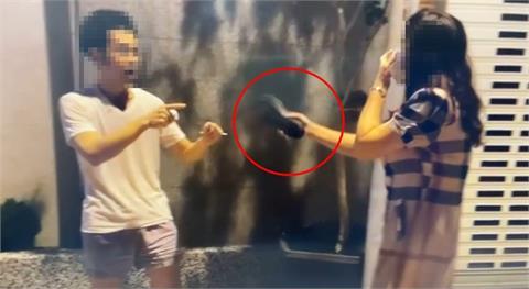 台南正義姐抄拖鞋嗆無罩男「不準走」!警到場結局逆轉她被送辦