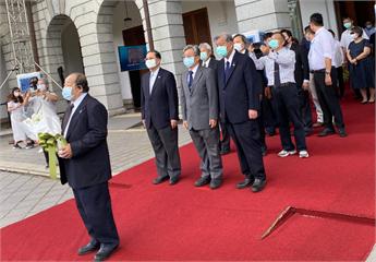 快新聞/福和會弔唁李登輝 理事長林逸民親筆寫下「榮歸天家 台灣民主之父」