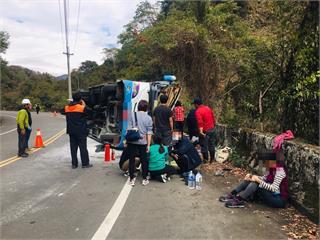 快新聞/南投奧萬大巴士翻覆釀1死20輕重傷 駕駛:突然沒有煞車