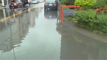 逢雨必淹!彰化和美居民自救 出動沙包擋水