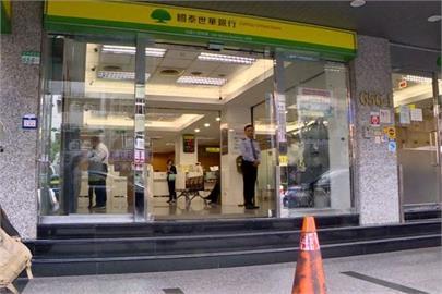 國泰世華ATM大出包!網怒批「當機還吃我錢?」銀行道歉回應了